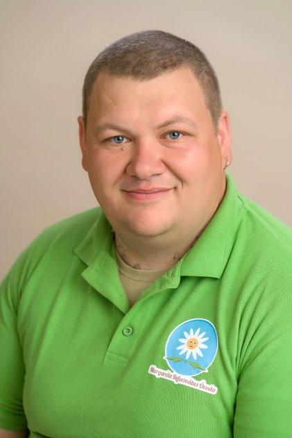 Dancs Krisztián - Udvaros-karbantartó